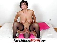 Gros seins dame Greta vieux jeune facesitting et manger la chatte