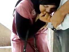 Hijab teen con il suo fidanzato