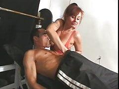 Alicia Blew alias Xandria fickt einen Mann im Fitnessstudio