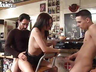 有趣的電影德國業餘肛門在一家商店