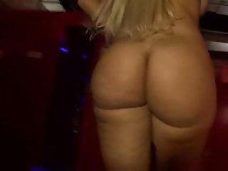 Flashing Blonde Big Ass video: Blondie Fesser