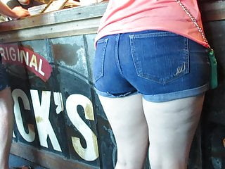 Teen Big Ass Homemade video: PAWG in denim booty shorts waiting for BBQ