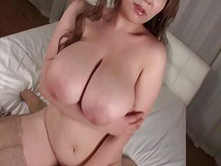 巨大的山雀的日本女孩
