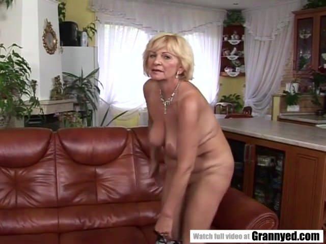 Очаровательная девушка смотреть порно онлайн видео