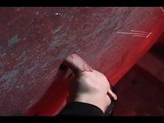 Il modello europeo succhia 3 cazzi in un gloryhole