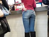 Girl with nice ass waiting meal