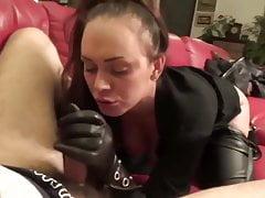 mamada con guantes de cuero oral creampie