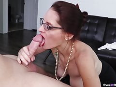 Sexy mamuśki szarpie kutasa