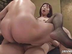 Yui Misaki milf obediente follando tres tíos