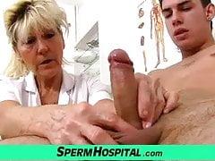 Nasty babička Hana dojení mladého chlapce