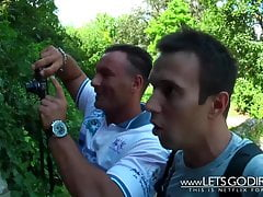 LetsgoDirty - Ado baisée par 2 inconnus dans le parc
