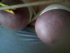 Nadia Morozova liebt es, ihre Muschi zu masturbieren