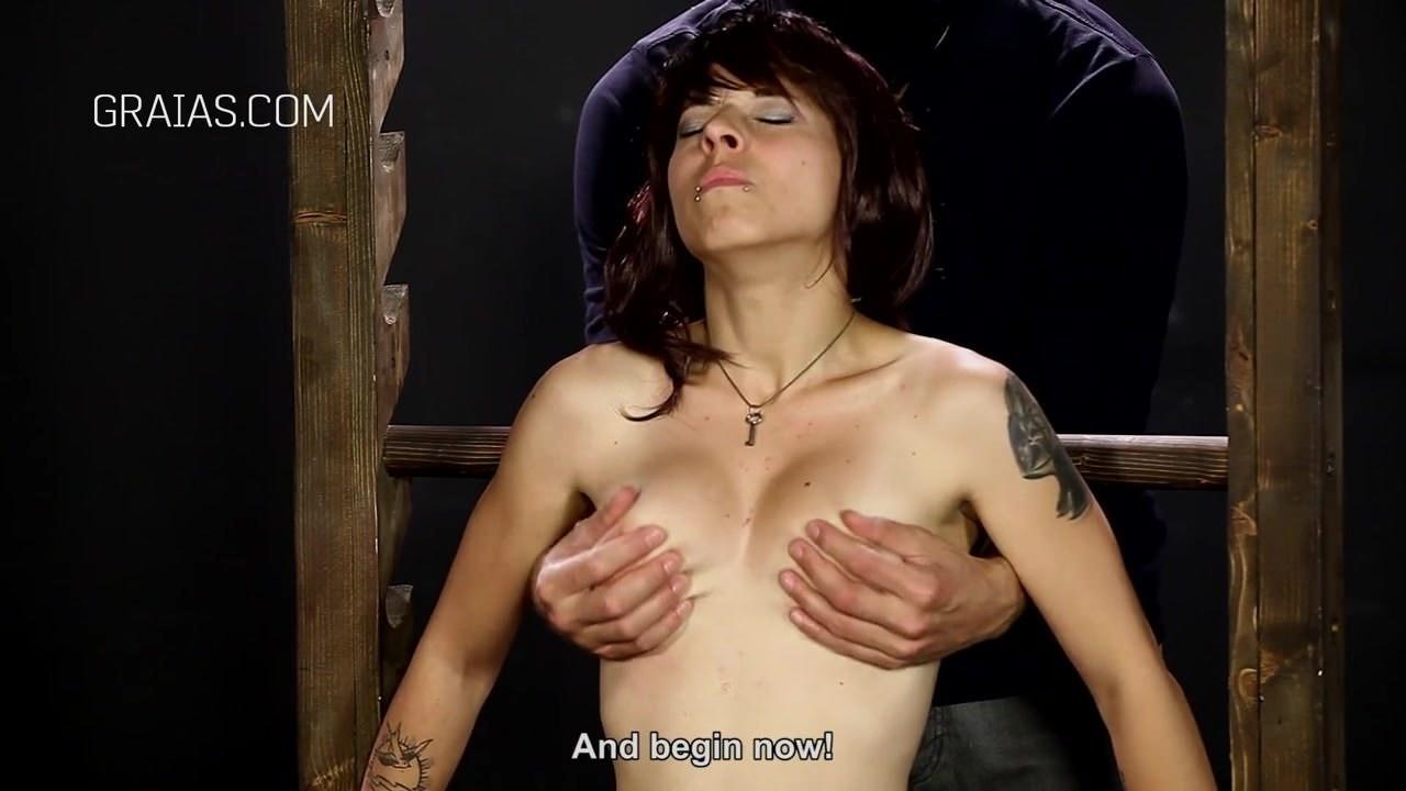 Видео женщина мастурбирует женщине