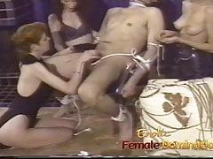 Unbarmherzige Herrinnen tun sich zusammen, um den Schwanz eines Sklaven weh tun zu lassen