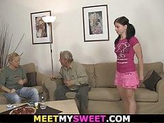 Seine Freundin fickt mit seinen alten Fossilien