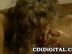 Taija Rae y Tonya Foxx - Sexo dulce con lesbianas en el jacuzzi de los 80