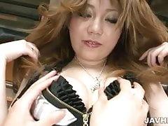 La carina Yuria Kano succhia il cazzo e lo sente nel suo twat