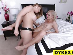 Lesbian Double Headed Dildo Tutor