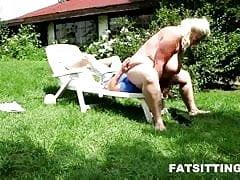 BBW domme Monika se enfrenta a su esclava macho flaca