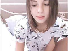 Sexy giovane ragazzina con la fica bagnata stretta sul web