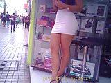 culona en mini blanca