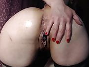 Mature loves to squirt with double penetration