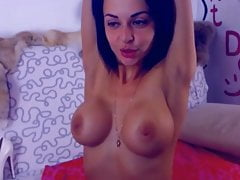 Latina s obrovskými prsa