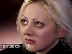 Schiave con gli occhi bendati tette serrate