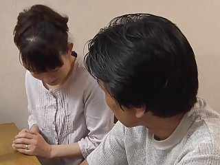 Japanese Filled Humiliation video: jeune belle fille japonaise pelotee puis baisee