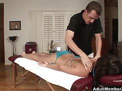 AdultMemberZone - Bitch si fa scopare al lettino da massaggio