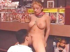Francuski - RAFFAELA ANDERSON 01 - Sex Shop