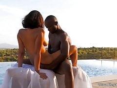 La coppia di ebano fa l'amore all'aperto