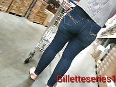 Candid Mummy Lovely Tush Taut Jeans