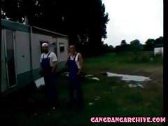 Gangbang Archive Les vrais couples font partie de 10 personnes gangban