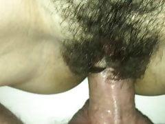 Haarige Muschi mit Cumshot ficken