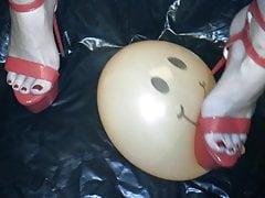 Balonik Lady L z czerwonymi seksownymi szpilkami