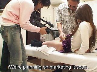 未经审查的奇怪的日本阴毛剃须沙龙字幕