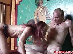 Alternatywna holenderska prostytutka zostaje pussynailed
