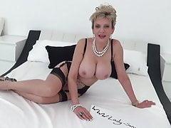 Lady Sonia lucky Twitter follower pompino masturbazione con la mano