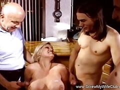 Doppelter Cumshot für blonde Swinger
