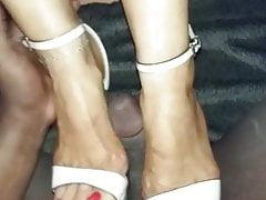 Interacial shoejob s podpatky na plošině