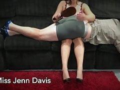 La signorina Jenn Davis ti insegna come sculacciare il tuo ragazzo o H