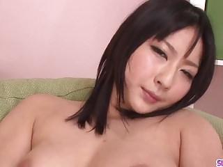 華麗的Megumi Haruka在鐵桿中驚人的性愛