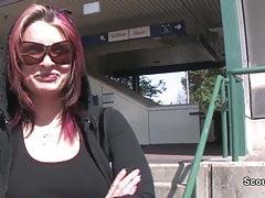 Deutscher Obdachloser Teen verführt zum ersten Mal für Geld zu ficken