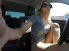 Milf squirts v autě