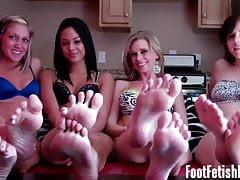 Hai tutti e sei i nostri piedini sexy da masturbare