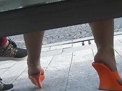 Candid oranžové mušle a punčocháče