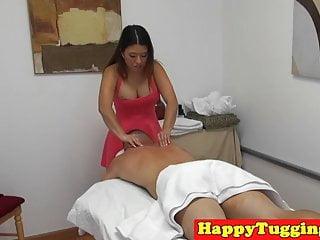 亚洲spycam女按摩师手淫她的客户
