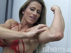 Sexy Pro Bodybuilder femminile Maria G Peek-a-Boo Strip