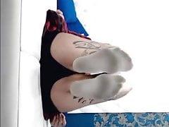 Seksowne białe skarpetki w seksie na żywo
